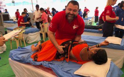 FRIESOYTHER HILFT KRANKEN – Inder fahren auf Chiropraktik ab